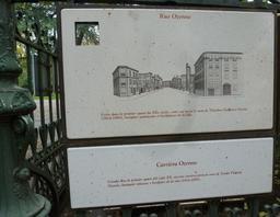 Panneau bilingue de la rue Ozenne à Toulouse. Source : http://data.abuledu.org/URI/5828cf7d-panneau-bilingue-de-la-rue-ozenne-a-toulouse