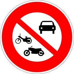 Panneau d'interction aux véhicules à moteur. Source : http://data.abuledu.org/URI/51377150-panneau-d-interction-aux-vehicules-a-moteur