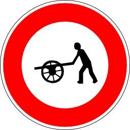 Panneau d'interdiction aux véhicules à bras. Source : http://data.abuledu.org/URI/51376d3b-panneau-d-interdiction-aux-vehicules-a-bras