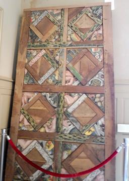 Panneau de bois décoré à Albi. Source : http://data.abuledu.org/URI/59c1c8e0-panneau-de-bois-decore-a-albi