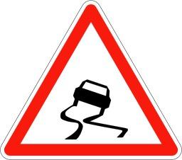 Panneau de signalisation de chaussée glissante. Source : http://data.abuledu.org/URI/5092f948-panneau-de-signalisation-de-chaussee-glissante