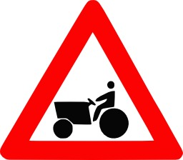 Panneau de signalisation de véhicule agricole. Source : http://data.abuledu.org/URI/50706b9a-panneau-de-signalisation-de-vehicule-agricole