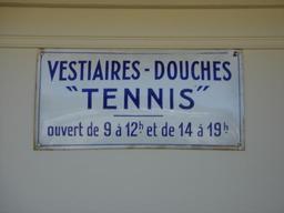 Panneau des vestiaires. Source : http://data.abuledu.org/URI/50fd24a1-panneau-des-vestiaires