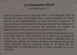Panneau explicatif sur le Décumanus Nord de Jerash. Source : http://data.abuledu.org/URI/54b44a41-panneau-explicatif-sur-le-decumanus-nord-de-jerash