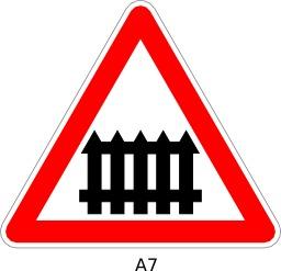 Panneau routier a7. Source : http://data.abuledu.org/URI/51a11b30--panneau-routier-a7