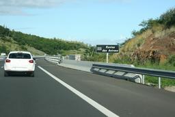 Panneau routier de la Ravine-des-Avirons à La Réunion. Source : http://data.abuledu.org/URI/52776dd9-panneau-routier-de-la-ravine-des-avirons-a-la-reunion