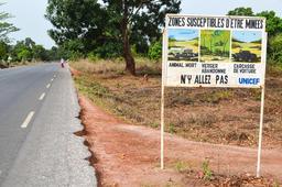 Panneau routier en Casamance. Source : http://data.abuledu.org/URI/54934a6b-panneau-routier-en-casamance
