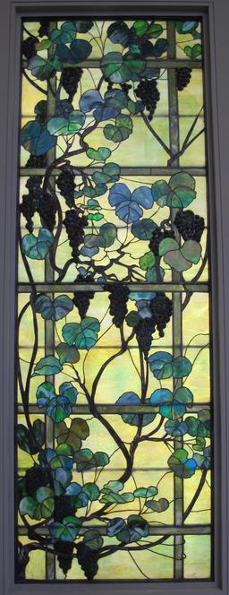 Panneau vitré à la vigne de Tiffany, 1905-15. Source : http://data.abuledu.org/URI/551be5d4-panneau-vitre-a-la-vigne-de-tiffany-1905-15