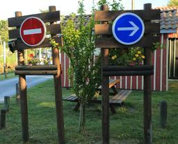 Panneaux de circulation. Source : http://data.abuledu.org/URI/55bb9586-panneaux-de-circulation