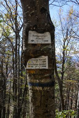 Panneaux pour randonneurs. Source : http://data.abuledu.org/URI/5652c65f-panneaux-pour-randonneurs