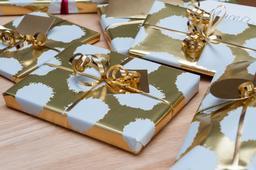 Paquets cadeaux. Source : http://data.abuledu.org/URI/585300fb-paquets-cadeaux