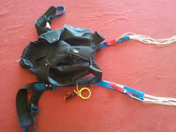 Parachutisme de secours - 4. Source : http://data.abuledu.org/URI/5399add8-parachutisme-de-secours-4