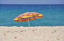 Parasol de plage. Source : http://data.abuledu.org/URI/47f4e602-parasol-de-plage