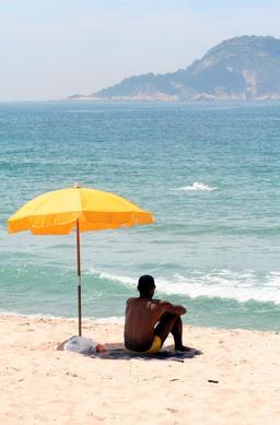Parasol de plage jaune. Source : http://data.abuledu.org/URI/5399fe06-parasol-de-plage-jaune
