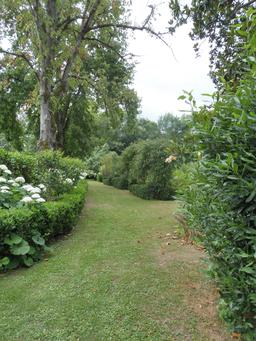 Parc du Château Malleret à Cadaujac. Source : http://data.abuledu.org/URI/594ea4c5-parc-du-chateau-malleret-a-cadaujac