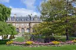 Parc et Hôtel du botaniste Émonville. Source : http://data.abuledu.org/URI/5565c9d4-parc-et-hotel-du-botaniste-emonville