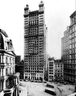 Park Row Building à NY en 1912. Source : http://data.abuledu.org/URI/589ece3d-park-row-building-a-ny-en-1912