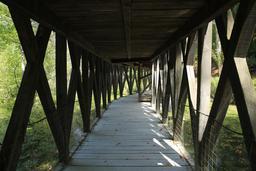 Partie basse du pont à double étage du Clos Lucé. Source : http://data.abuledu.org/URI/55cbd5d9-partie-basse-du-pont-a-double-etage-du-clos-luce