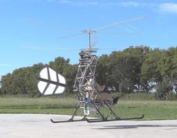 Pascal Chrétien dans un hélicoptère électrique. Source : http://data.abuledu.org/URI/530de937-pascal-chretien-dans-un-helicoptere-electrique