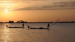 Pêcheurs à Diafarabé au Mali sur le Niger. Source : http://data.abuledu.org/URI/54d3db03-pecheurs-a-diafarabe-au-mali-sur-le-niger