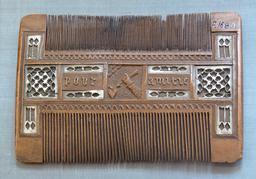 Peigne de l'amitié du seizième siècle. Source : http://data.abuledu.org/URI/5330c091-peigne-de-l-amitie-du-seizieme-siecle