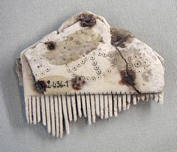 Peigne en os Laon - Monceau-le-Neuf. Source : http://data.abuledu.org/URI/47f55b47-peigne-en-os-laon-monceau-le-neuf