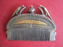 Peigne indien en métal. Source : http://data.abuledu.org/URI/53a844f8-peigne-indien-en-metal