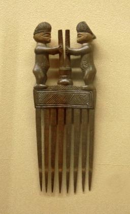 Peigne Luvale-Musée royal de l'Afrique centrale. Source : http://data.abuledu.org/URI/47f55b4b-peigne-luvale-musee-royal-de-l-afrique-centrale
