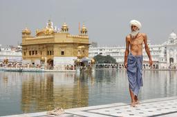 Pèlerin Sikh au Temple d'Or à Amritsar. Source : http://data.abuledu.org/URI/503a1fc0-pelerin-sikh-au-temple-d-or-a-amritsar