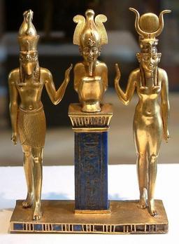 Pendentif au nom du roi Osorkon II. Source : http://data.abuledu.org/URI/52ea64c0-pendentif-au-nom-du-roi-osorkon-ii