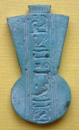 Pendentif égyptien. Source : http://data.abuledu.org/URI/52ea6e6d-pendentif-egyptien