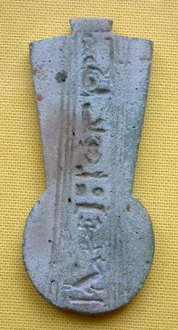 Pendentif égyptien. Source : http://data.abuledu.org/URI/52ea71f4-pendentif-egyptien