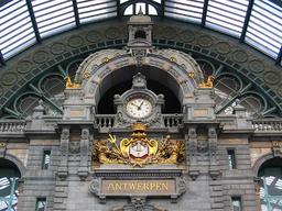 Pendule de la gare d'Anvers. Source : http://data.abuledu.org/URI/529a3d40-pendule-de-la-gare-d-anvers