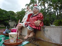 Père et Mère Noël à Honolulu. Source : http://data.abuledu.org/URI/52b2c201-pere-et-mere-noel-a-honolulu