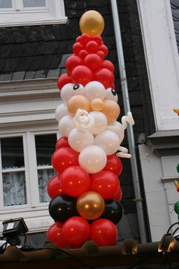 Père Noël en ballons. Source : http://data.abuledu.org/URI/5315009e-pere-noel-en-ballons