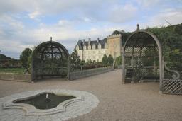 Pergolas et fontaines aux Jardins de Villandry. Source : http://data.abuledu.org/URI/55e75826-pergolas-et-fontaines-aux-jardins-de-villandry