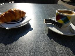 Petit déjeuner au soleil. Source : http://data.abuledu.org/URI/5820a4e4-petit-dejeuner-au-soleil