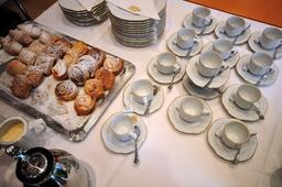 Petits déjeuners avec viennoiseries. Source : http://data.abuledu.org/URI/53a7edb5-petits-dejeuners-avec-viennoiseries