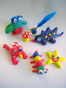 Petits objets en pâte à modeler. Source : http://data.abuledu.org/URI/52c3fc62-petits-objets-en-pate-a-modeler