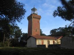 Phare nord d'Hourtin en Médoc. Source : http://data.abuledu.org/URI/53a98224-phare-d-hourtin