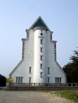 Phare de Bodic . Source : http://data.abuledu.org/URI/53a9809d-phare-de-bodic-