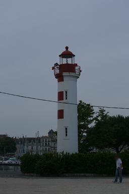 Phare du vieux port à La Rochelle. Source : http://data.abuledu.org/URI/58262235-phare-du-vieux-port-a-la-rochelle