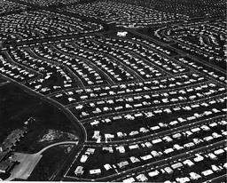Photographie aérienne de banlieue pavillonnaire. Source : http://data.abuledu.org/URI/56c65fdb-photographie-aerienne-de-banlieue-pavillonnaire