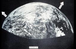 Photographie historique de la Terre en 1954. Source : http://data.abuledu.org/URI/534bd32c-photographie-historique-de-la-terre-en-1954-