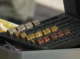 Pièces de monnaie. Source : http://data.abuledu.org/URI/50199421-pieces-de-monnaie-