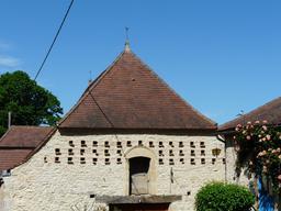 Pigeonnier-mur en Dordogne. Source : http://data.abuledu.org/URI/536b8bcb-pigeonnier-mur-en-dordogne