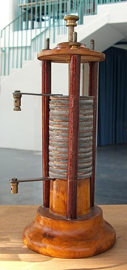 Pile de Volta. Source : http://data.abuledu.org/URI/50c26d20-pile-de-volta