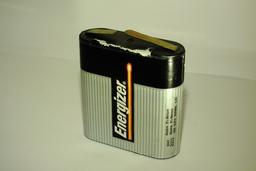 Pile électrique de 4,5 volts. Source : http://data.abuledu.org/URI/53a96dc6-pile-electrique-de-4-5-volts