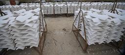 Piles de tuiles chaulées. Source : http://data.abuledu.org/URI/55a91c65-piles-de-tuiles-chaulees