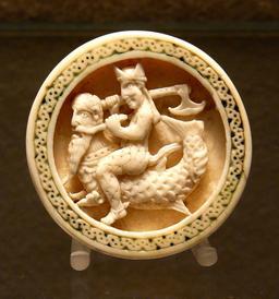 Pion de tric-trac en ivoire de morse. Source : http://data.abuledu.org/URI/50fb0257-pion-de-tric-trac-en-ivoire-de-marse